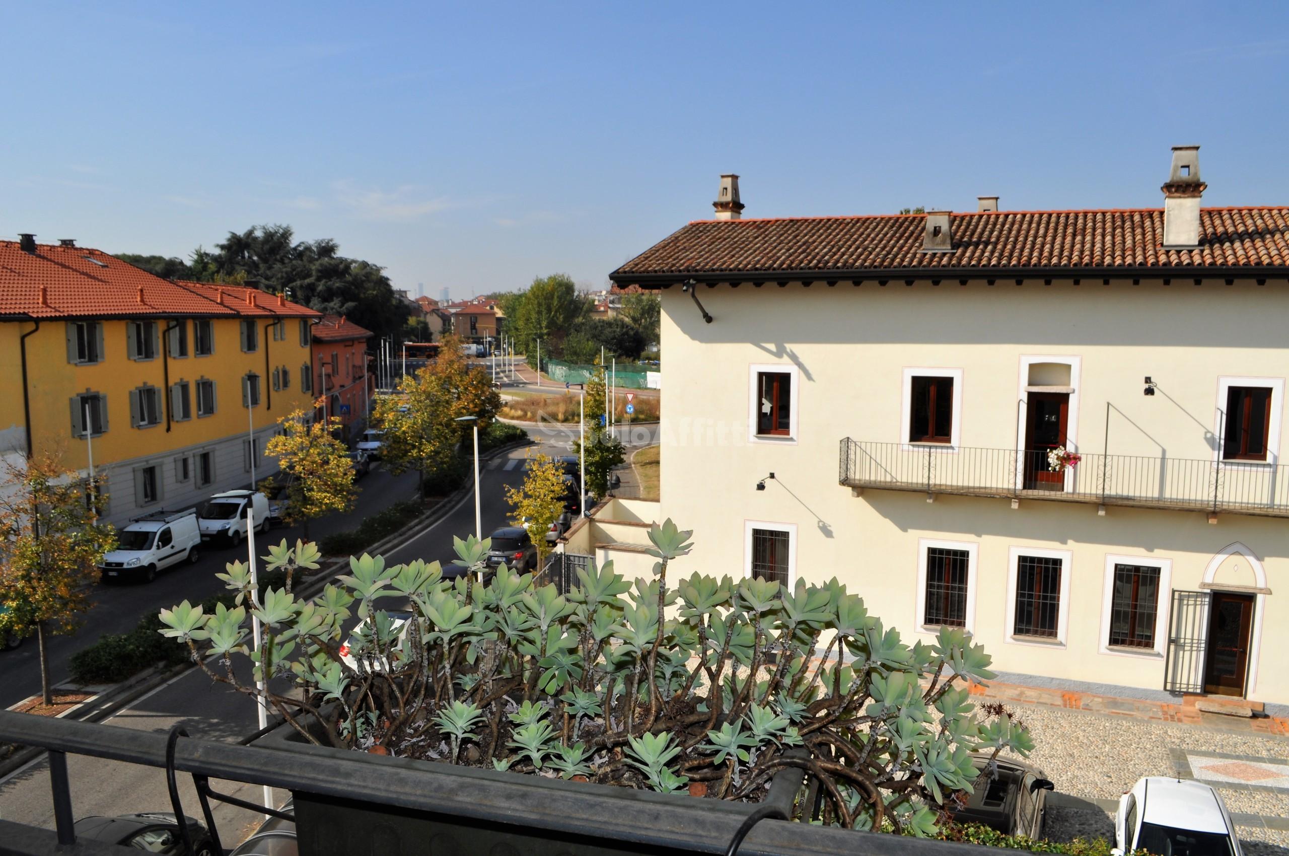 Affitto appartamento trilocale arredato 100 mq for Appartamento arredato milano