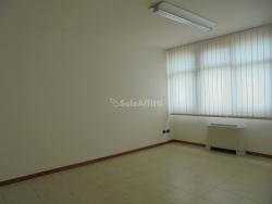 Ufficio in Affitto a Arezzo, zona Giotto, 1'300€, 120 m²