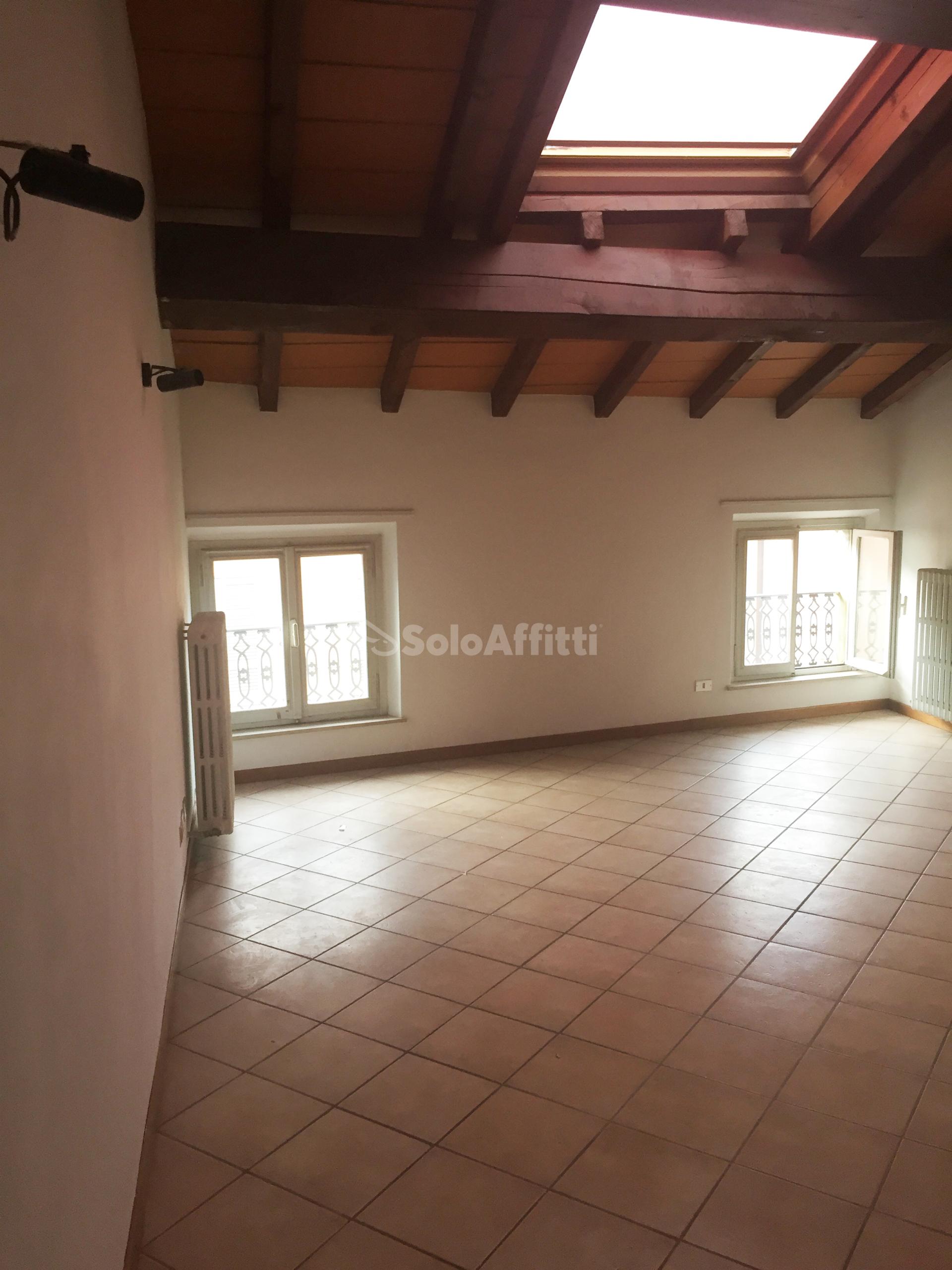 Solo Affitti, Parma, centro storico, quadrilocale