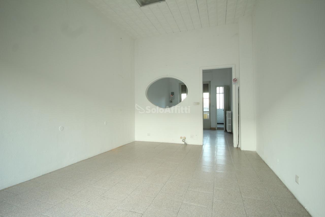 Fondo/negozio - 1 vetrina/luce a Ciriè Rif. 4131943