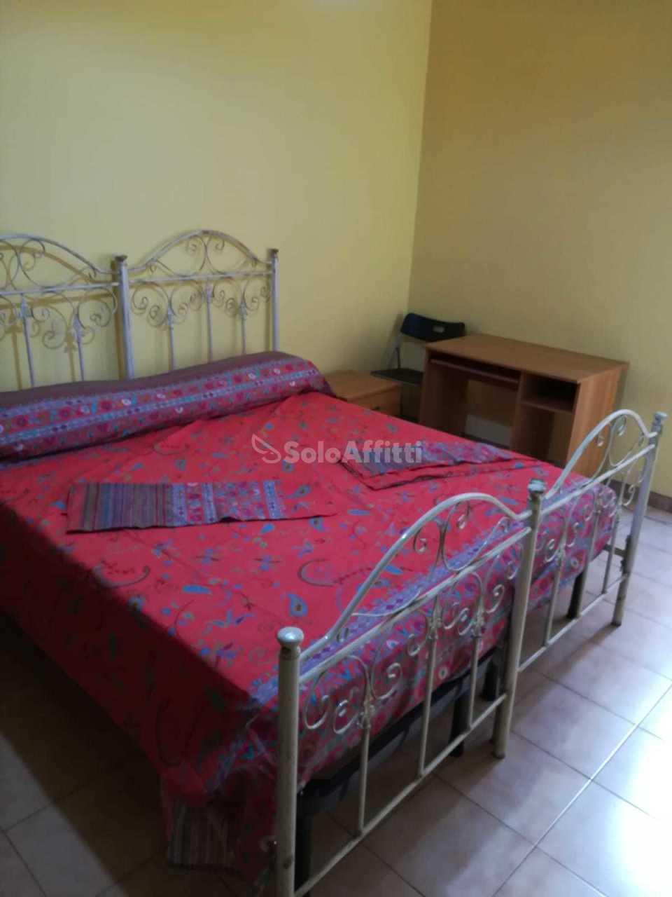 Stanza / posto letto in buone condizioni arredato in affitto Rif. 9854428