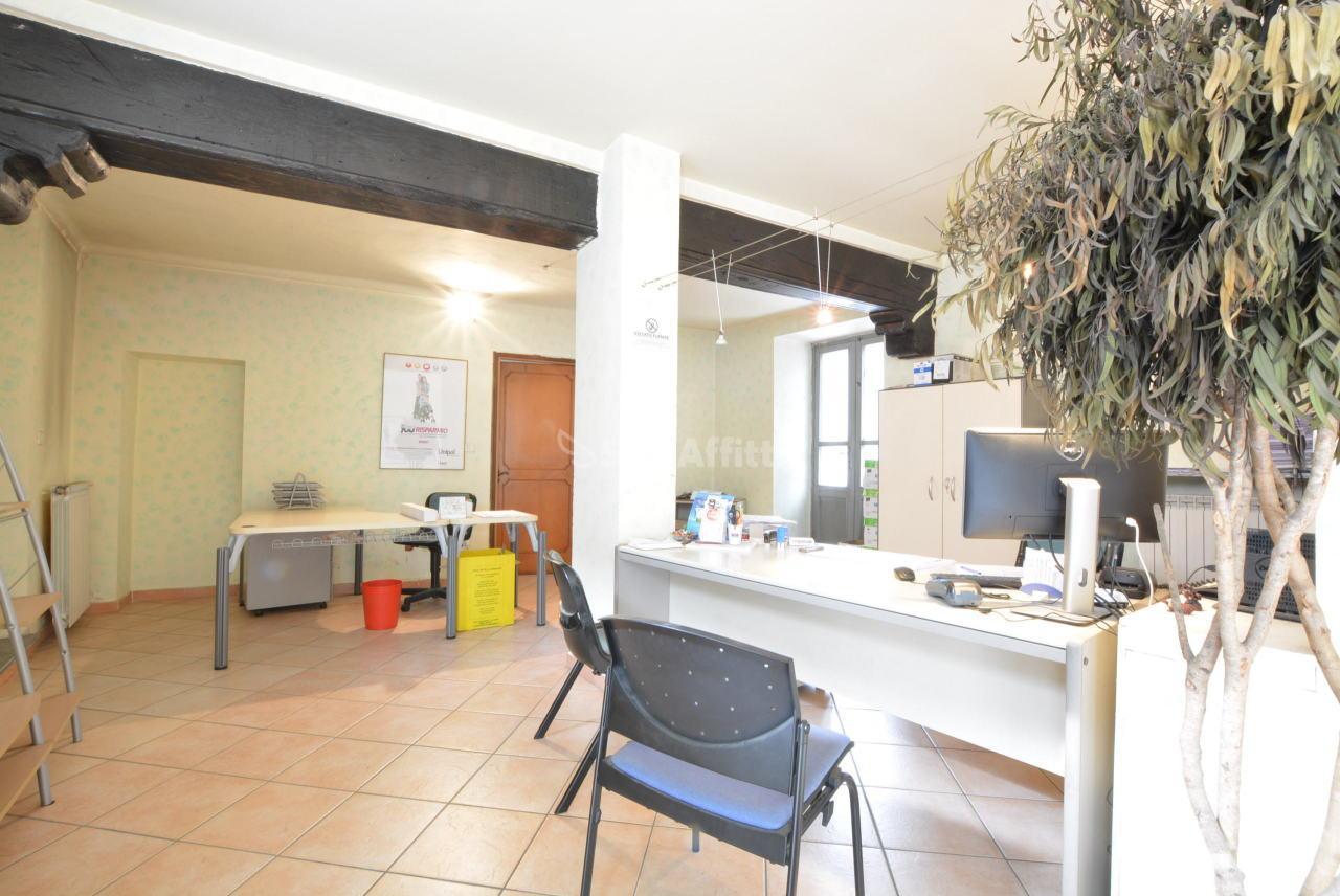 Fondo/negozio - 2 vetrine/luci a Centro Storico, Caselle Torinese Rif. 4132755