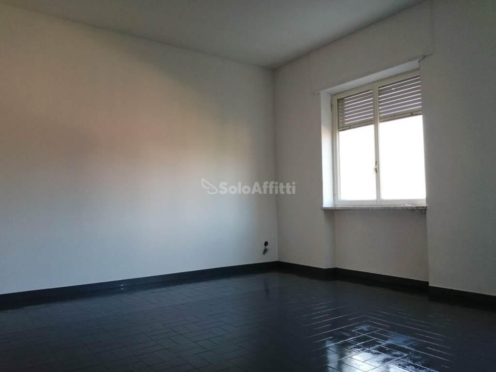 Quadrilocale in buone condizioni in affitto Rif. 11365261