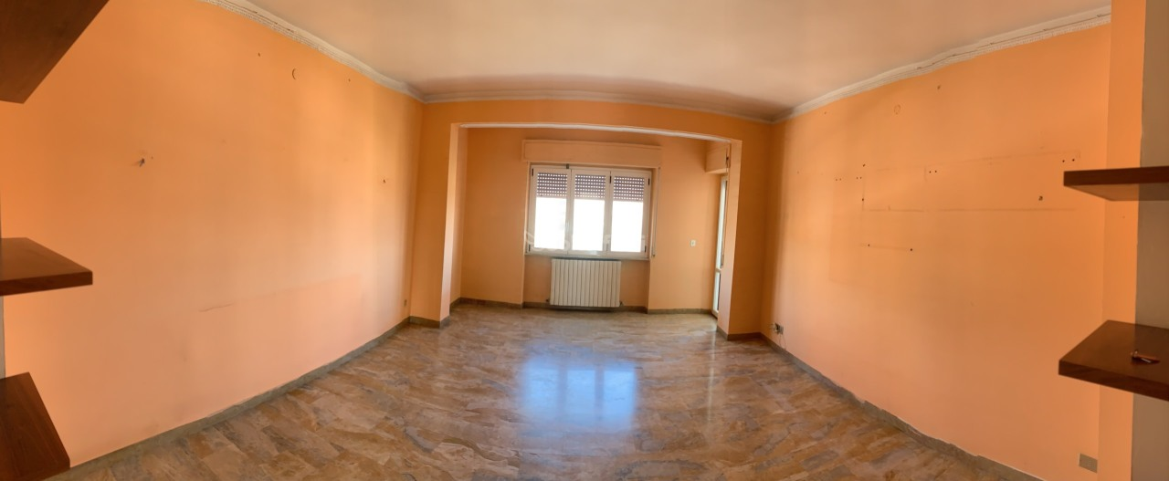 Pentalocale in buone condizioni in affitto Rif. 9910588