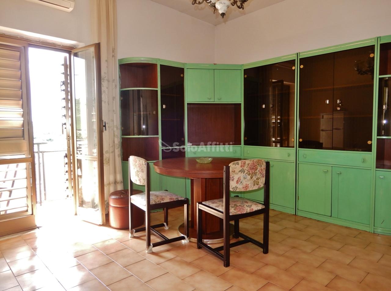 Bilocale in buone condizioni arredato in affitto Rif. 10133137