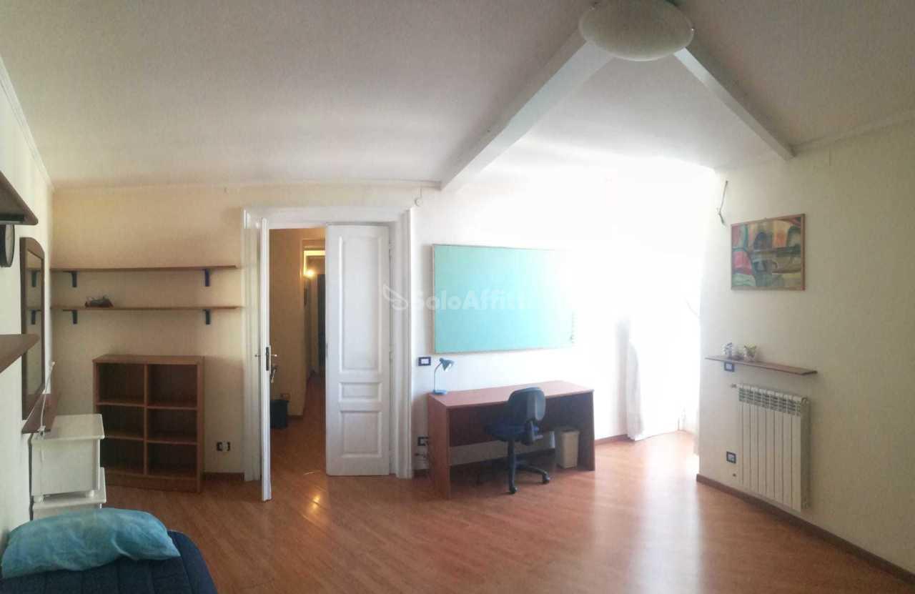 Stanza / posto letto ristrutturato arredato in affitto Rif. 12233214