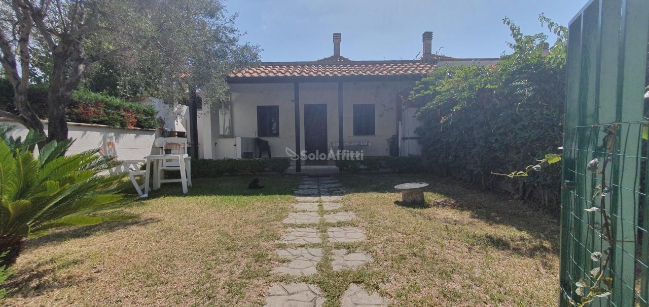 Villa in buone condizioni arredato in affitto Rif. 11173730