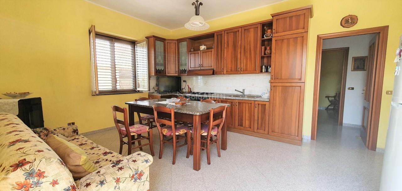 Trilocale in buone condizioni arredato in affitto Rif. 11138964