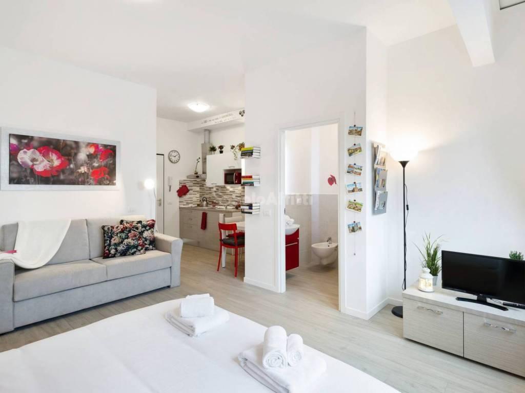 Monolocale in ottime condizioni arredato in affitto Rif. 10140098