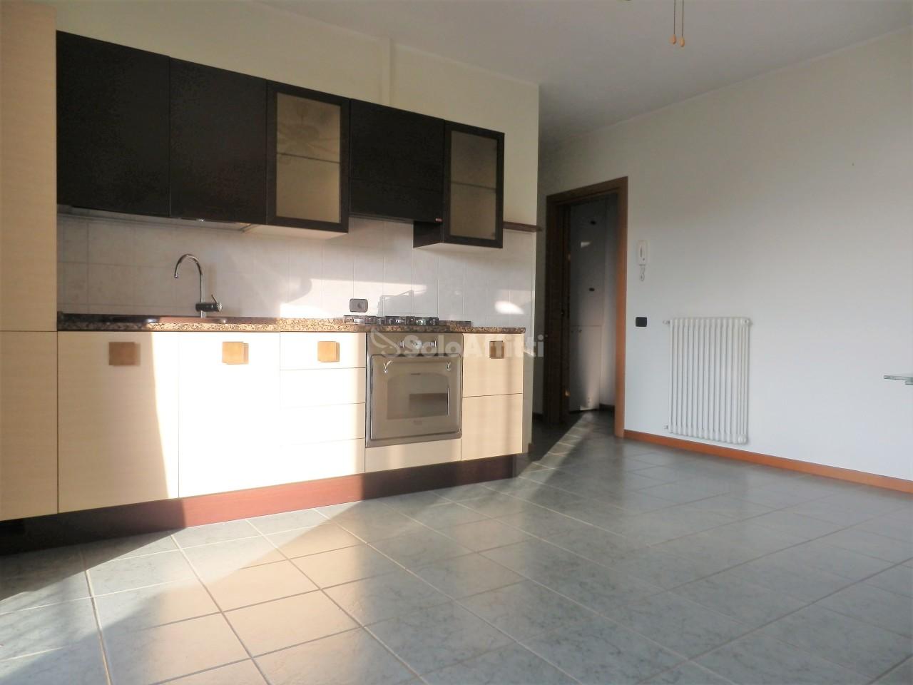 Appartamento in affitto a Olgiate Comasco, 2 locali, prezzo € 650 | PortaleAgenzieImmobiliari.it