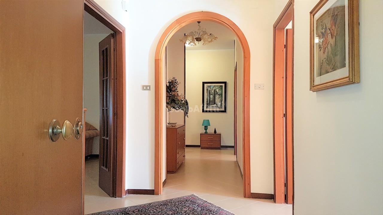 Pentalocale in buone condizioni arredato in affitto Rif. 9431304