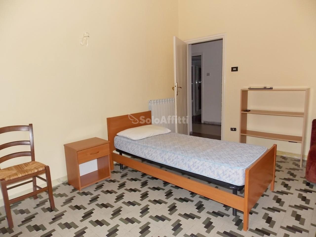 Stanza / posto letto in buone condizioni arredato in affitto Rif. 5818591