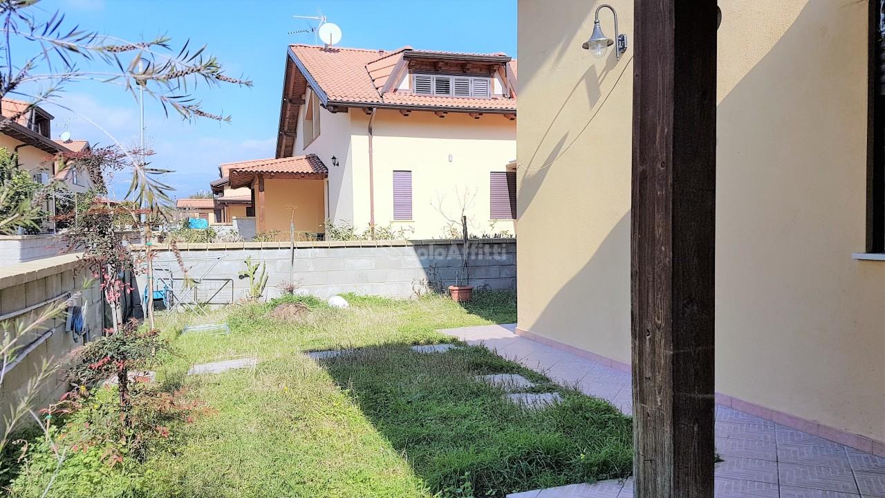 Villetta a schiera arredato in affitto Rif. 9629742