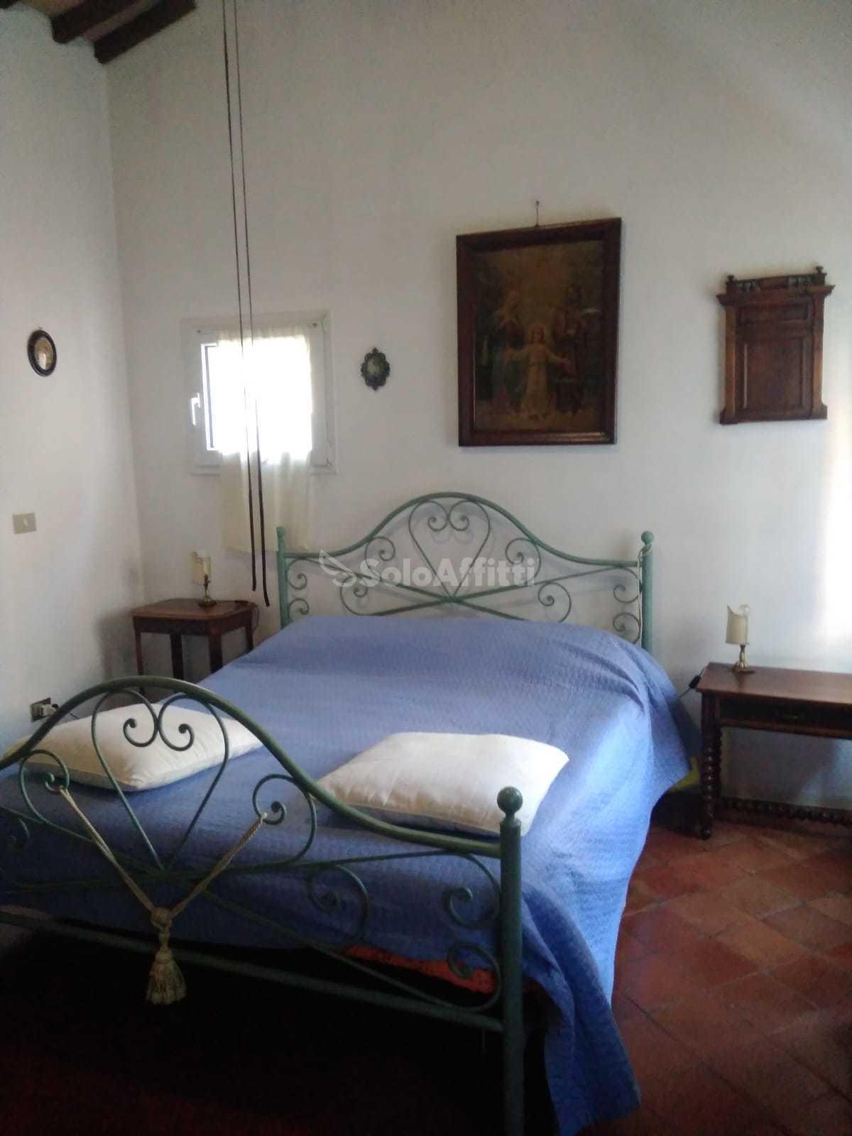 Stanza In villa Arredato