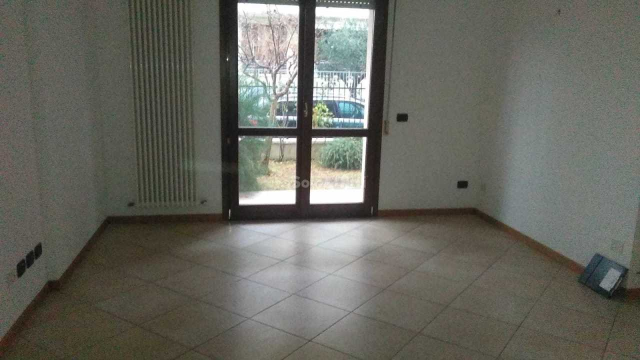 Trilocale in buone condizioni in affitto Rif. 8947819