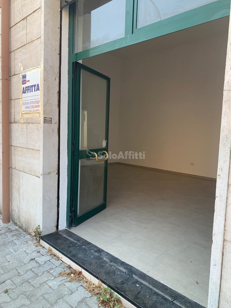 Fondo/negozio - 1 vetrina/luce a Centrale, Latina Rif. 11021613