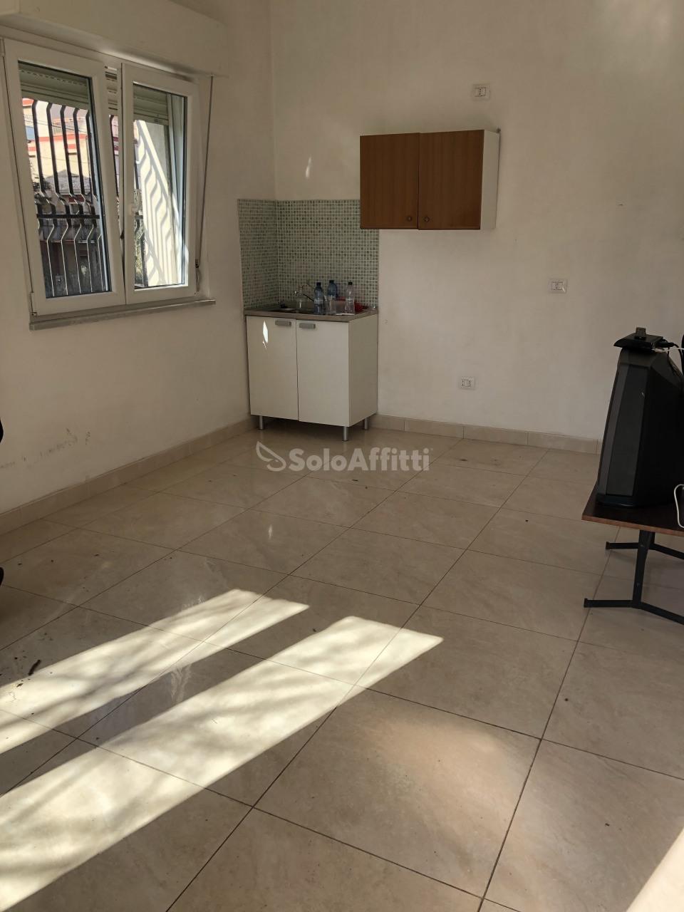 Bilocale da ristrutturare arredato in affitto Rif. 9706807