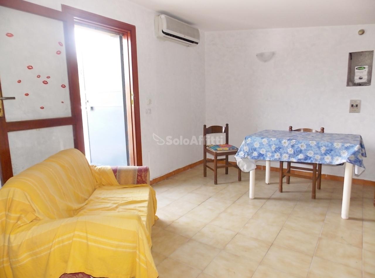 Bilocale in buone condizioni arredato in affitto Rif. 7358923