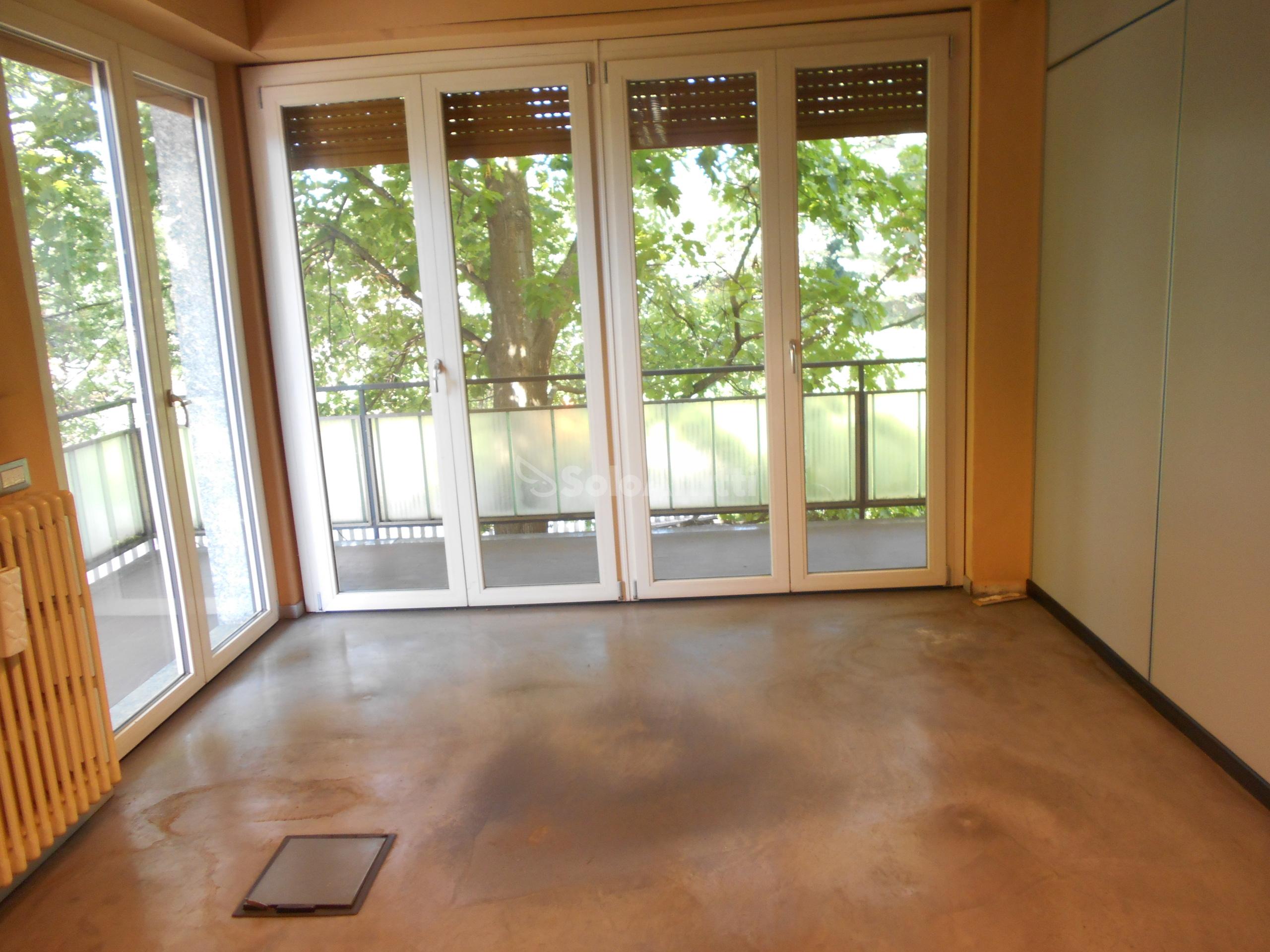 ufficio 1 piano 3 foto.JPG