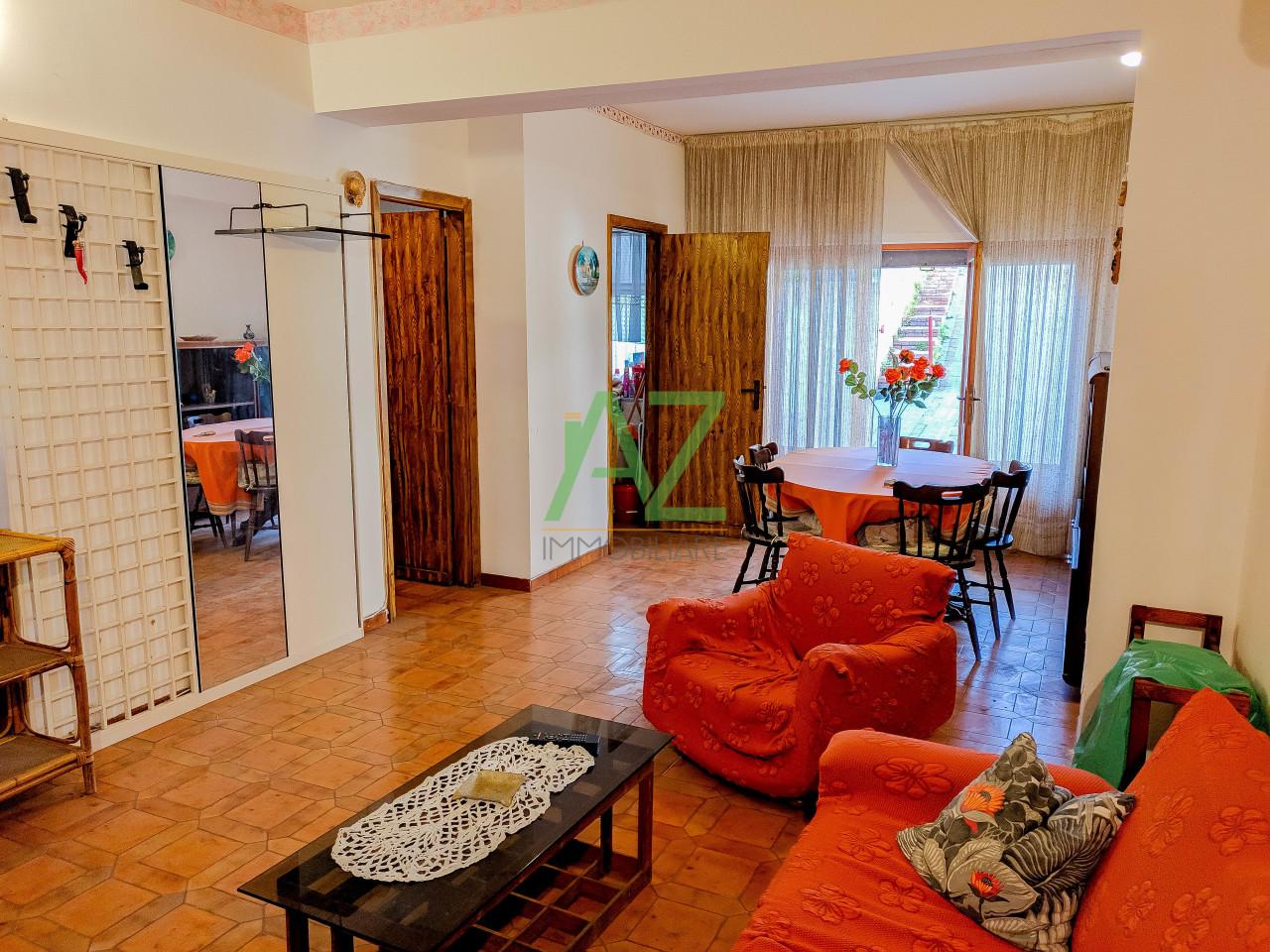 Appartamento in buone condizioni in vendita Rif. 9966169