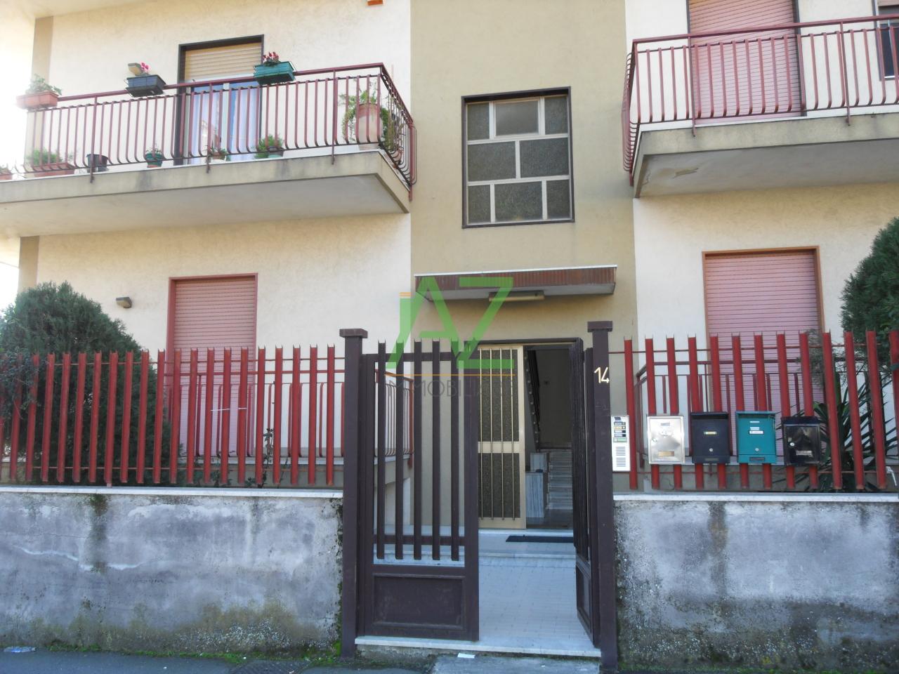 Appartamento da ristrutturare in affitto Rif. 11052836