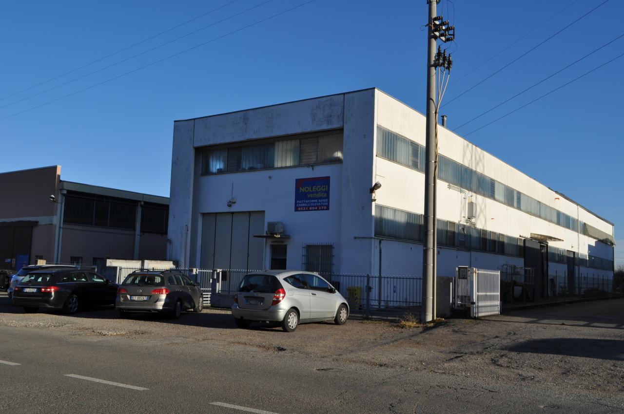 Capannone / Fondo - Industriale/Artigianale a Collecchio Rif. 12178171