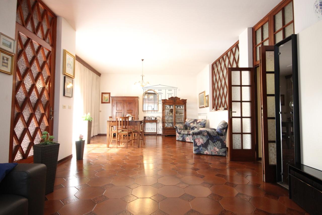 Villa divisa in due unità Capannori Lunata IA01745 img 9
