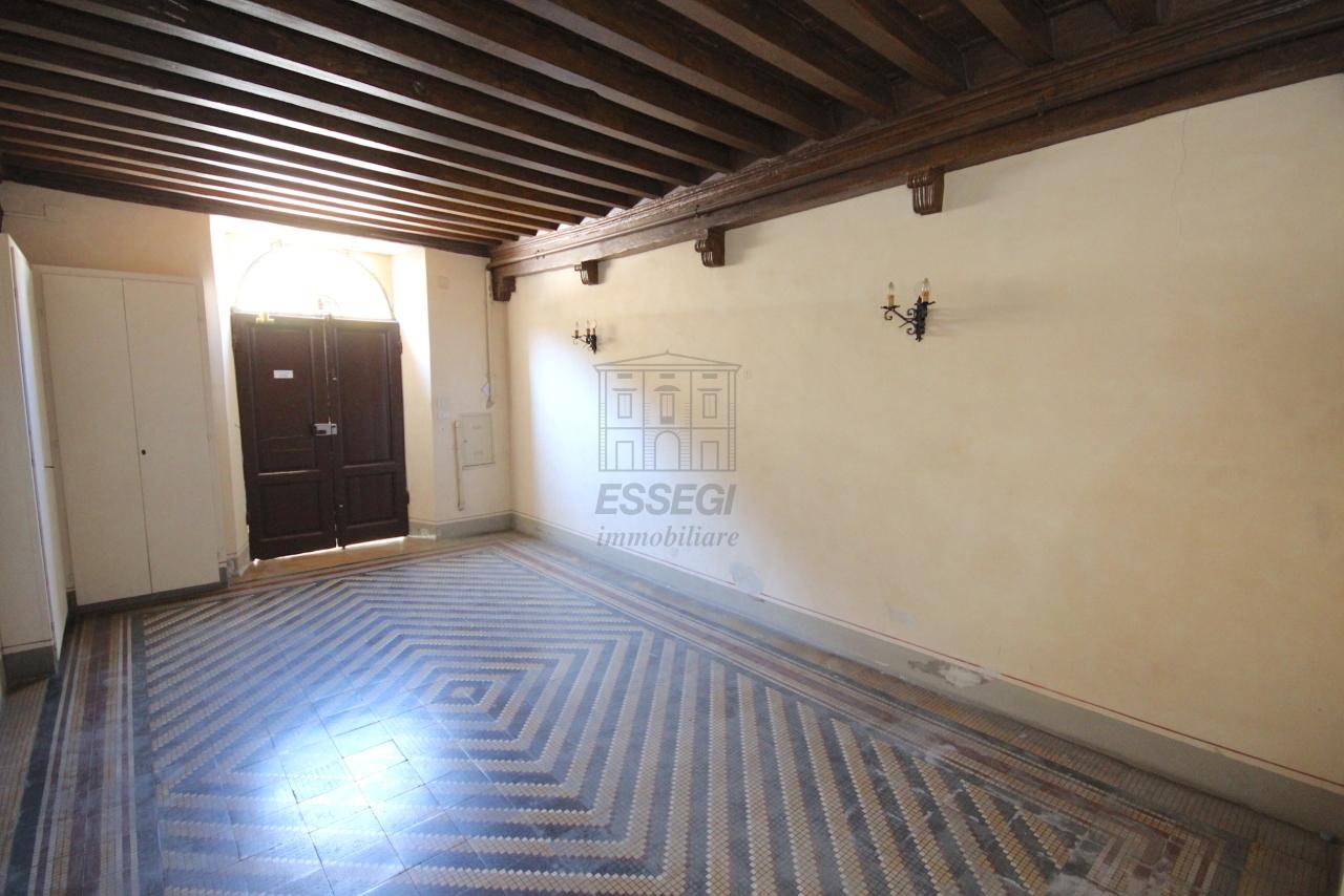 Appartamento Lucca Centro storico IA03358 img 38