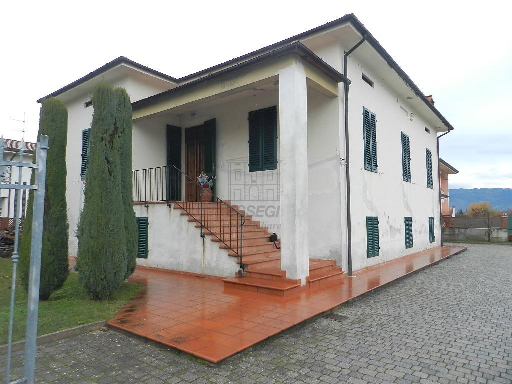 Villa divisa in due unità Lucca S. Cassiano a Vico IA03233 img 3