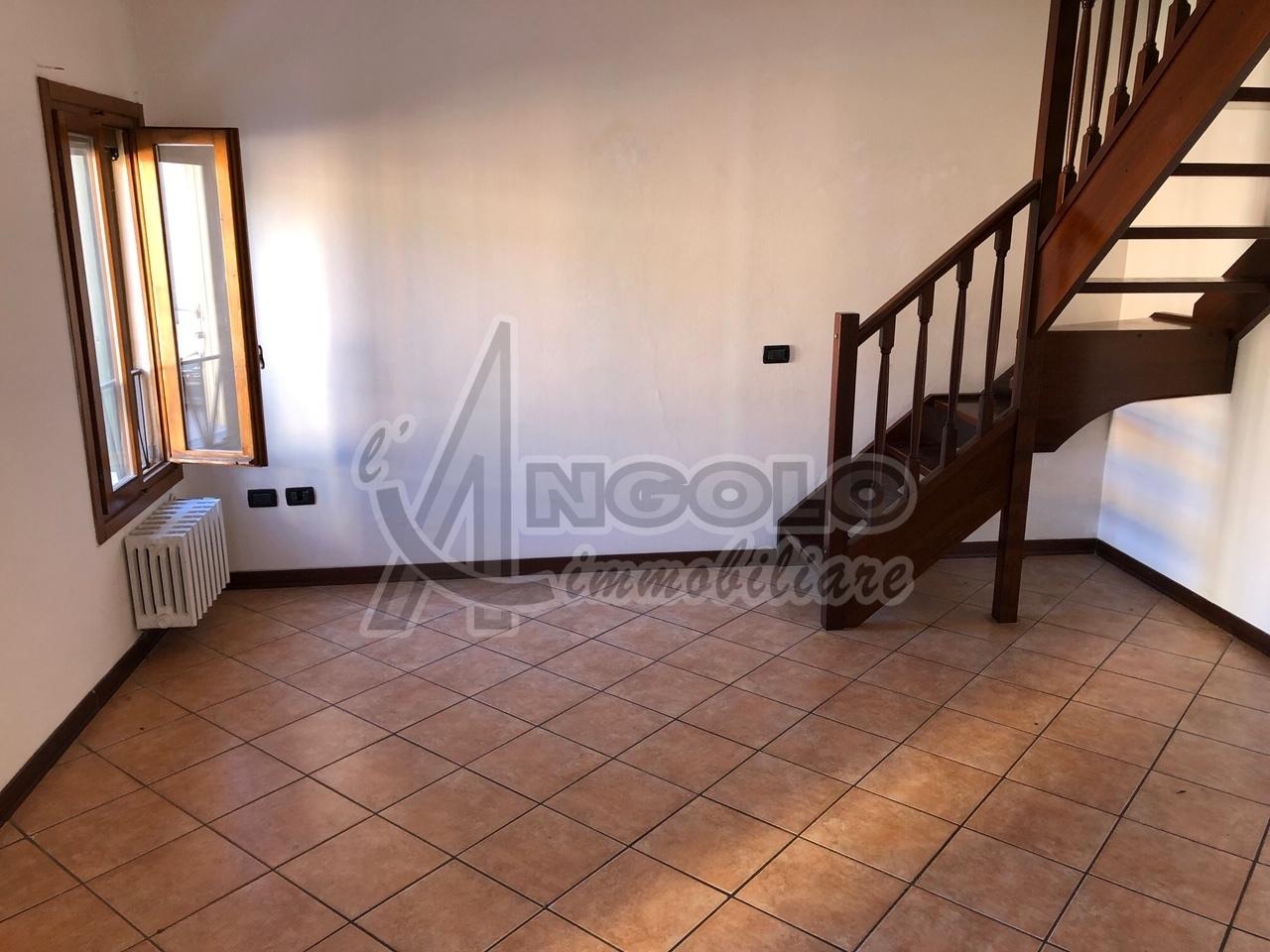 Appartamento in affitto a Fiesso Umbertiano, 4 locali, prezzo € 350 | CambioCasa.it