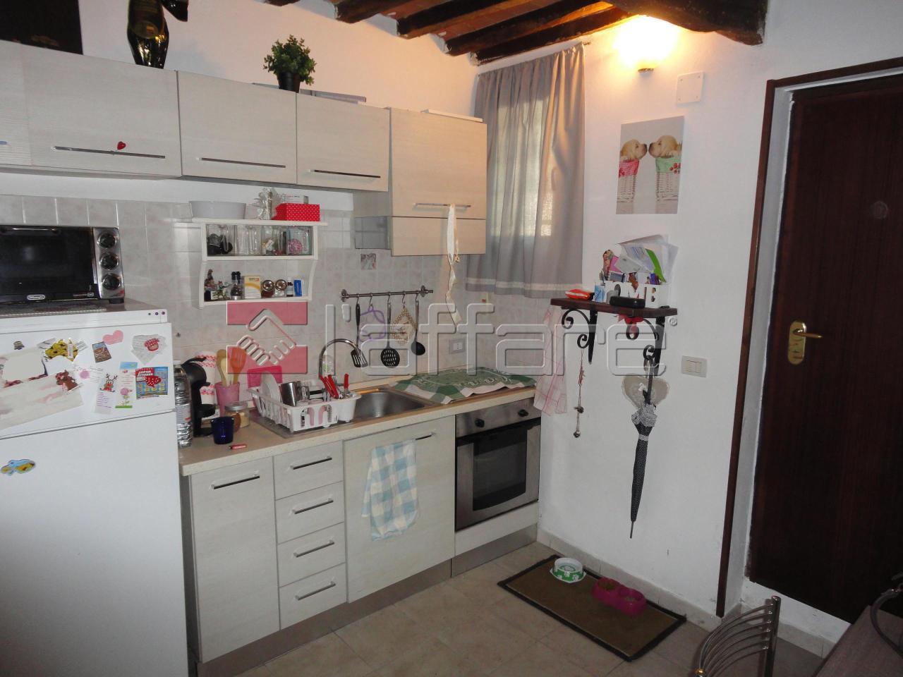 Appartamento da ristrutturare arredato in vendita Rif. 8323089