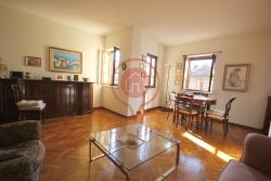 Appartamento in Vendita a Lucca, zona Centro Storico, 360'000€, 90 m²