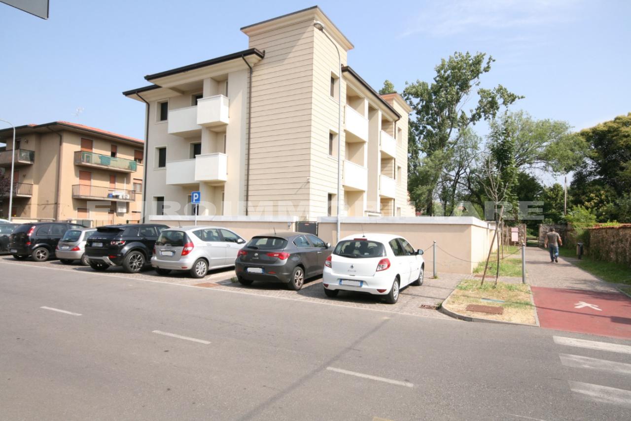 Altro in affitto a Rovato, 24 locali, prezzo € 6.000 | CambioCasa.it