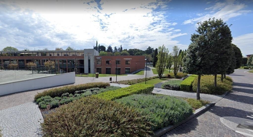 Negozio / Locale in vendita a Padenghe sul Garda, 8 locali, prezzo € 290.000 | CambioCasa.it
