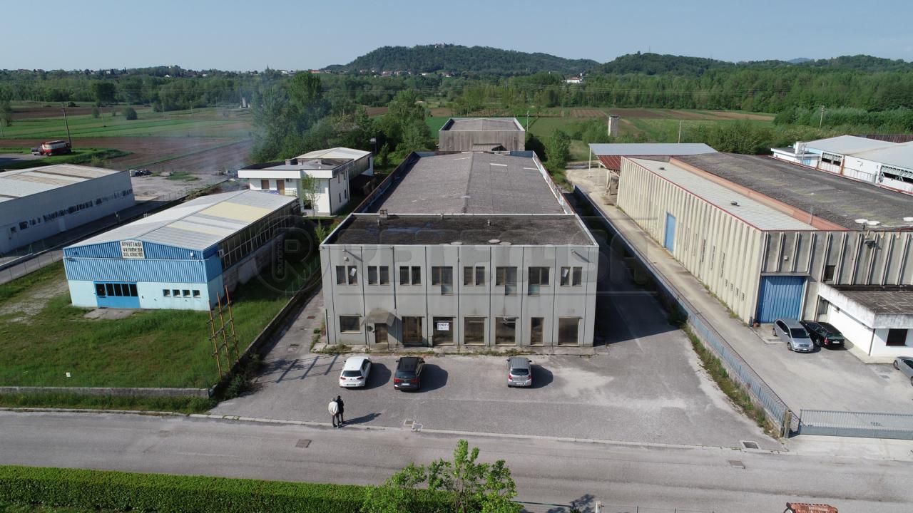 Capannone in vendita a Artegna, 5 locali, prezzo € 349.000 | CambioCasa.it