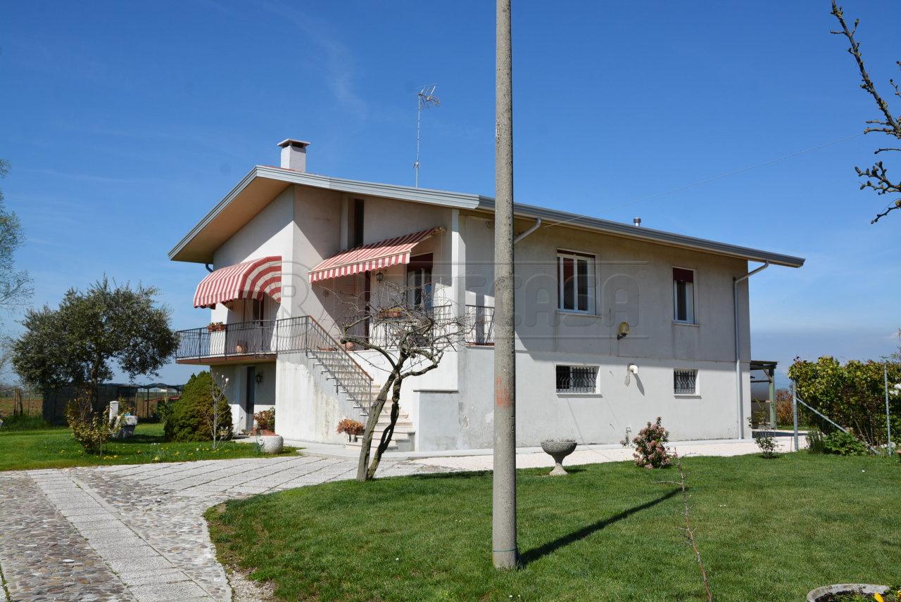 Villa in vendita a Portogruaro, 8 locali, prezzo € 239.000 | CambioCasa.it