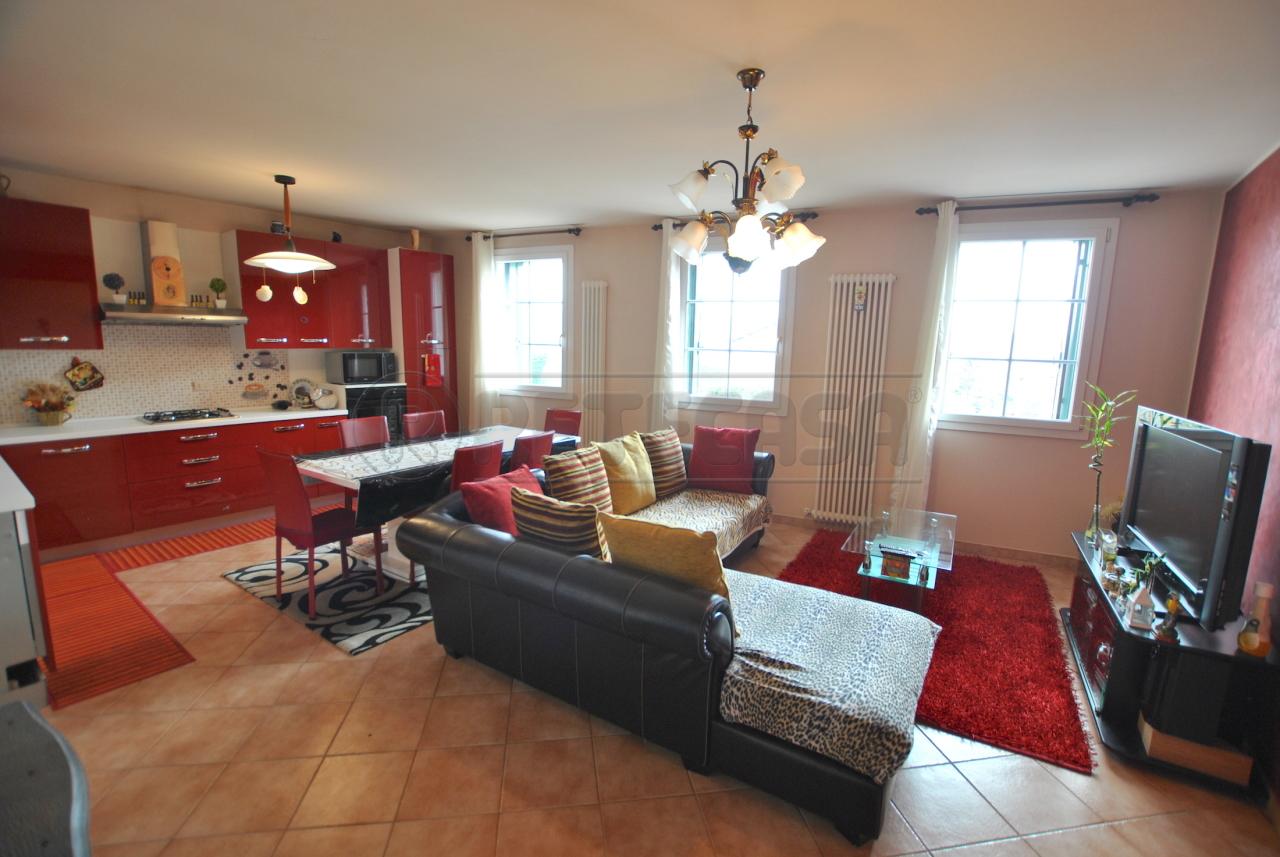 Porzione di casa in buone condizioni in vendita Rif. 12393446