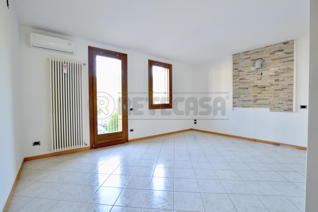 Appartamento in buone condizioni in vendita Rif. 11345135
