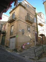 Immobile commerciale in Vendita a Caltanissetta, zona CENTRO, 10'000€, 70 m²