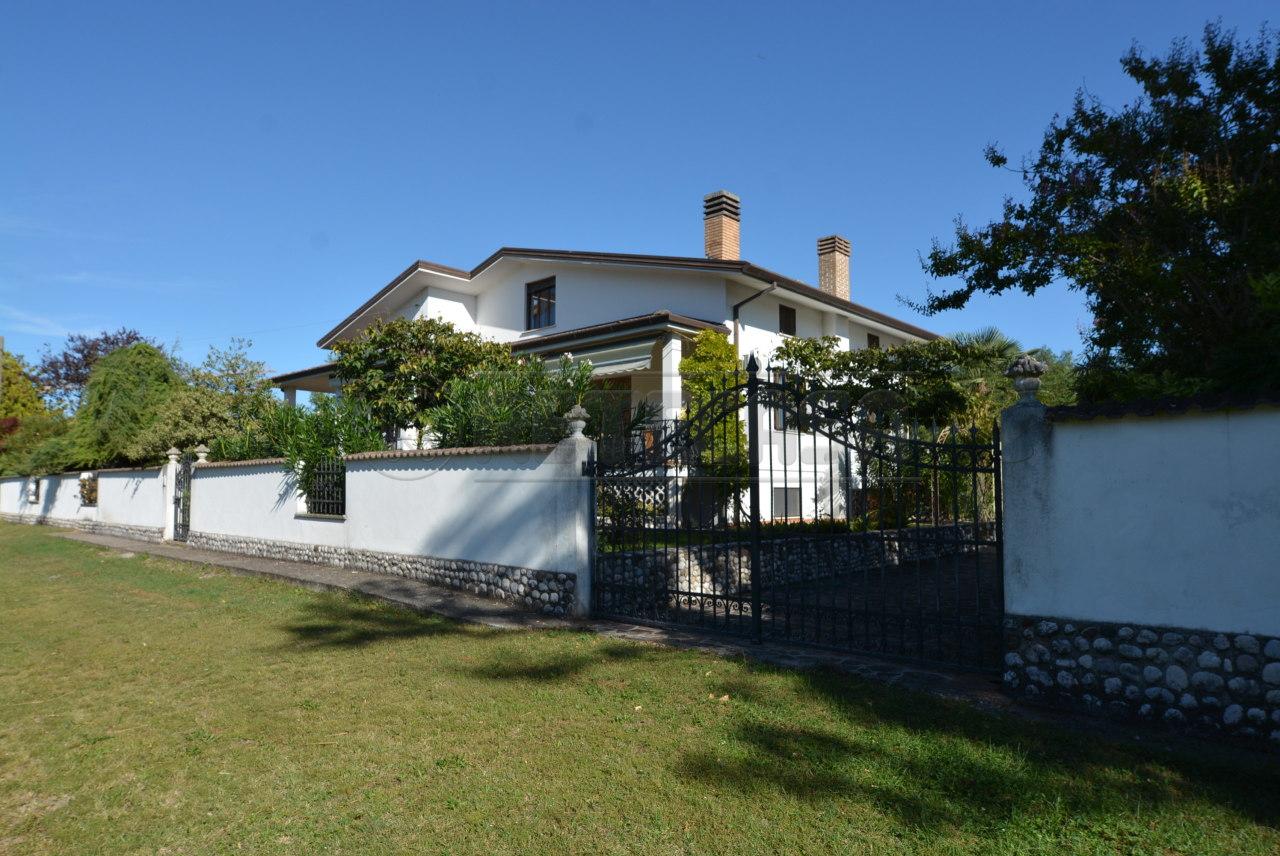 Villa in vendita a Palmanova, 11 locali, prezzo € 379.000 | CambioCasa.it