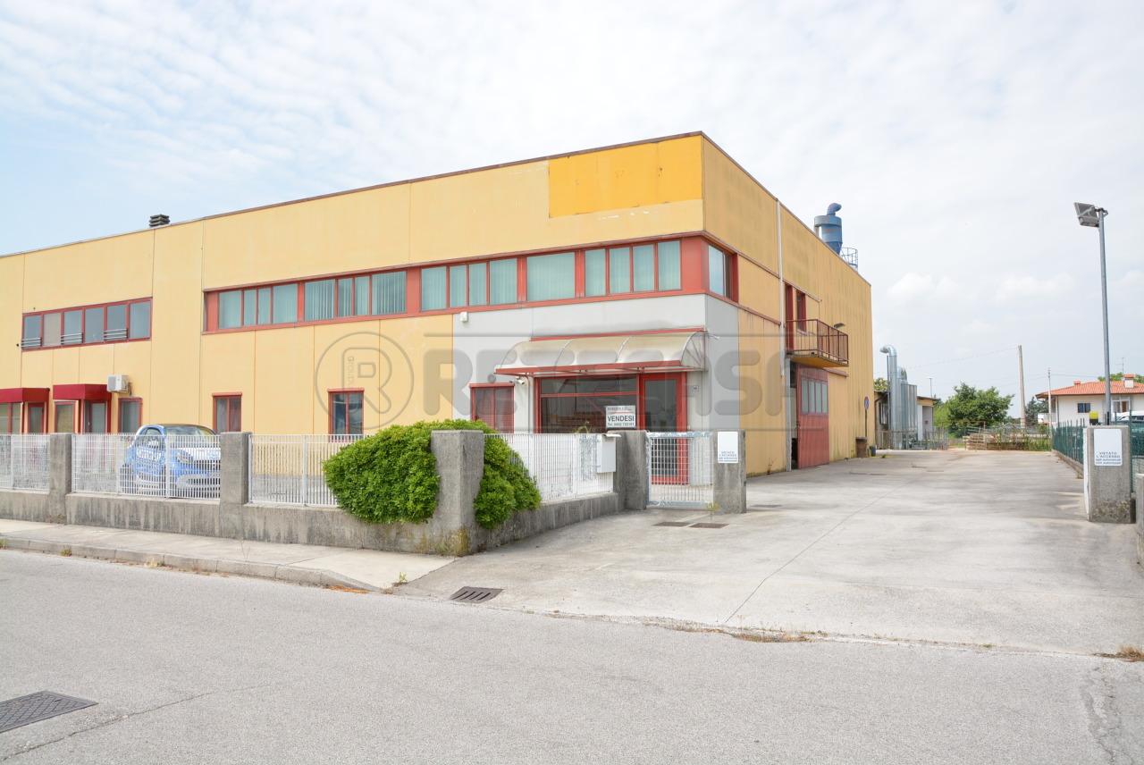 Capannone in affitto a Moimacco, 11 locali, prezzo € 1.300 | CambioCasa.it