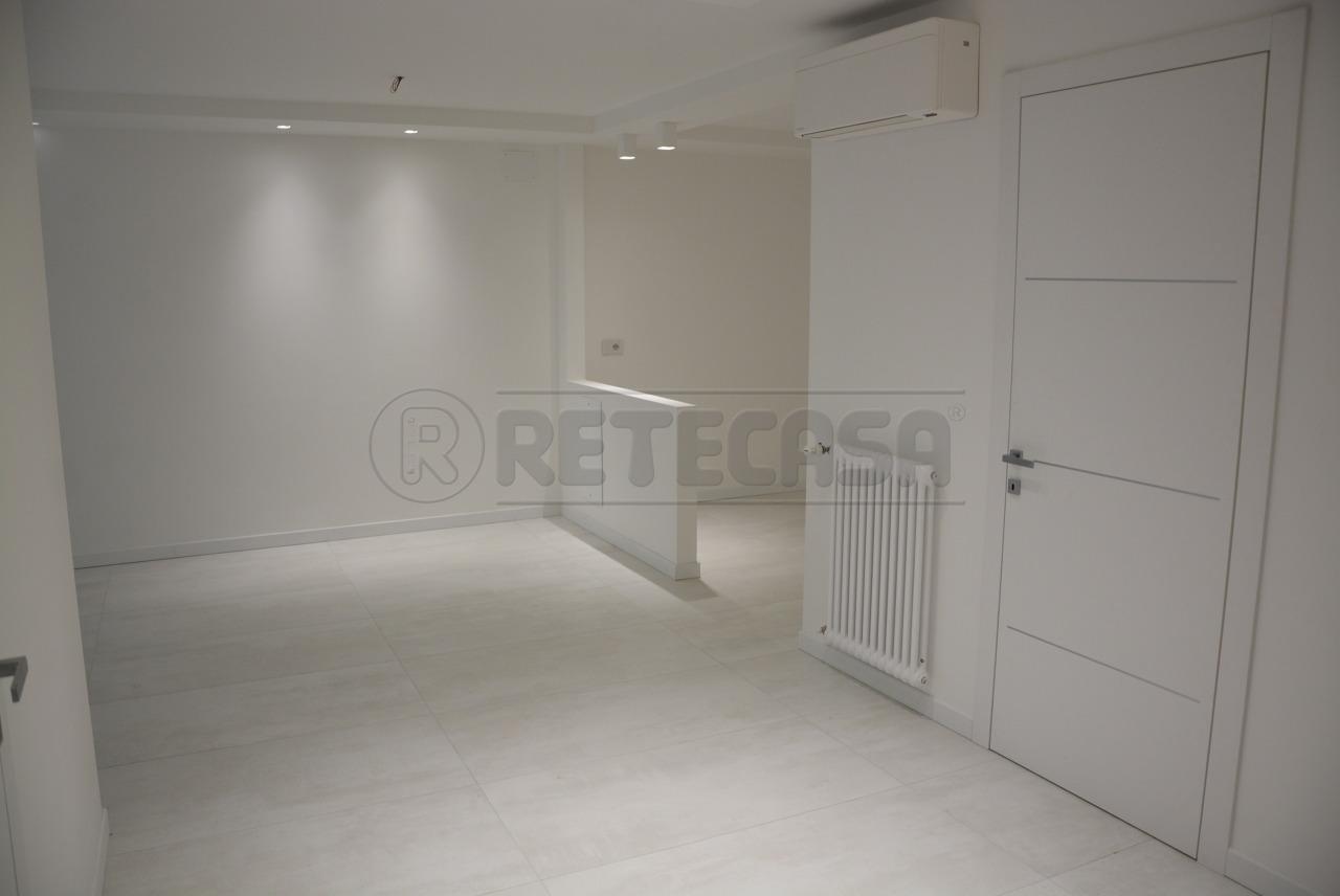 Vendesi Appartamento a Trieste