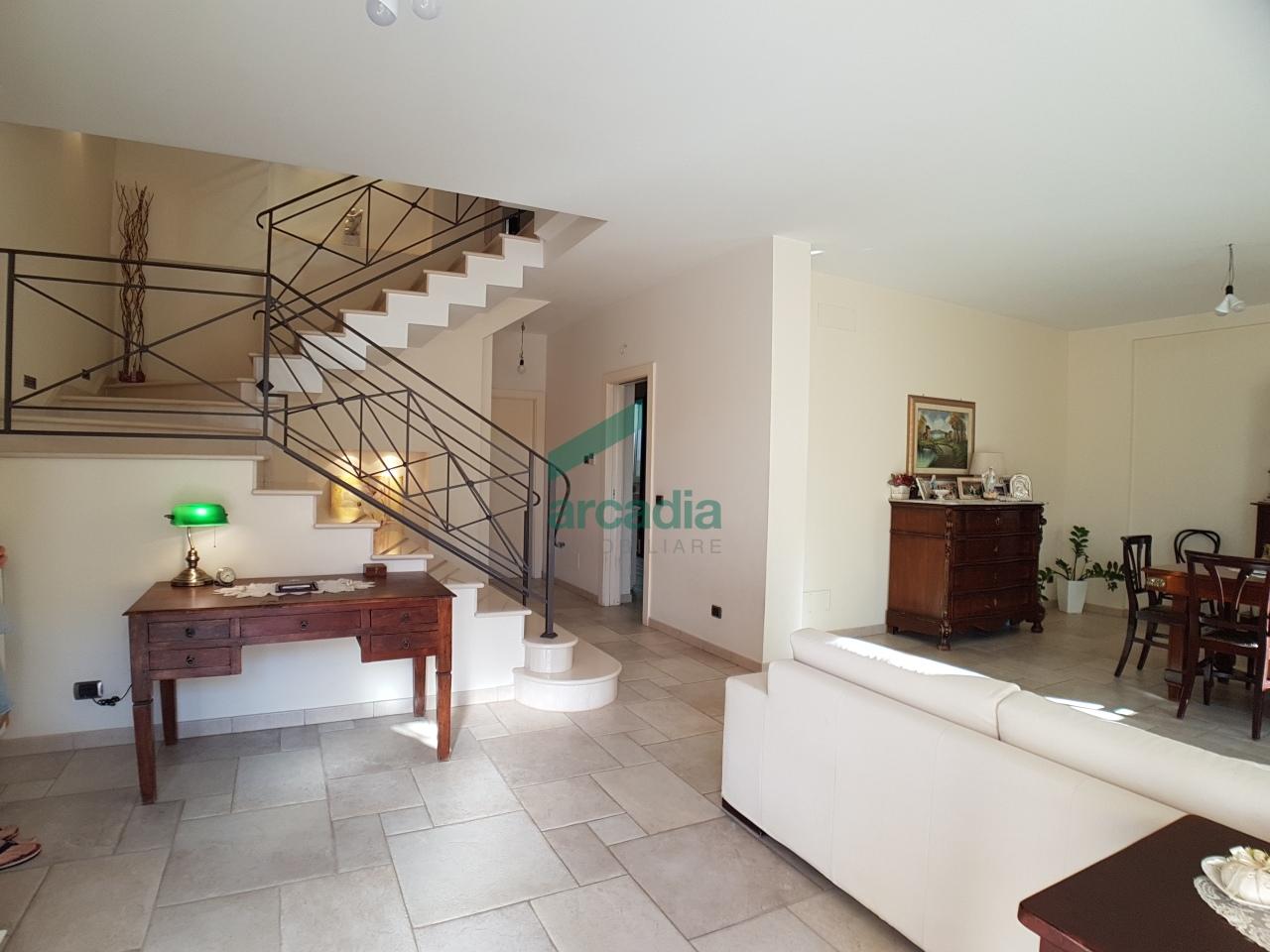 Villa in vendita a Grumo Appula, 12 locali, prezzo € 550.000 | CambioCasa.it