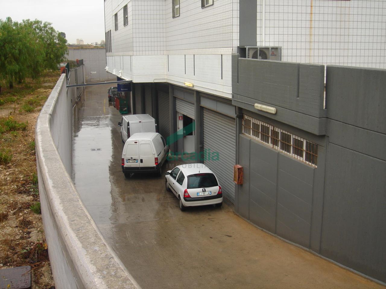 Locale - Deposito C/2 a Zona industriale, Bari Rif. 10491886
