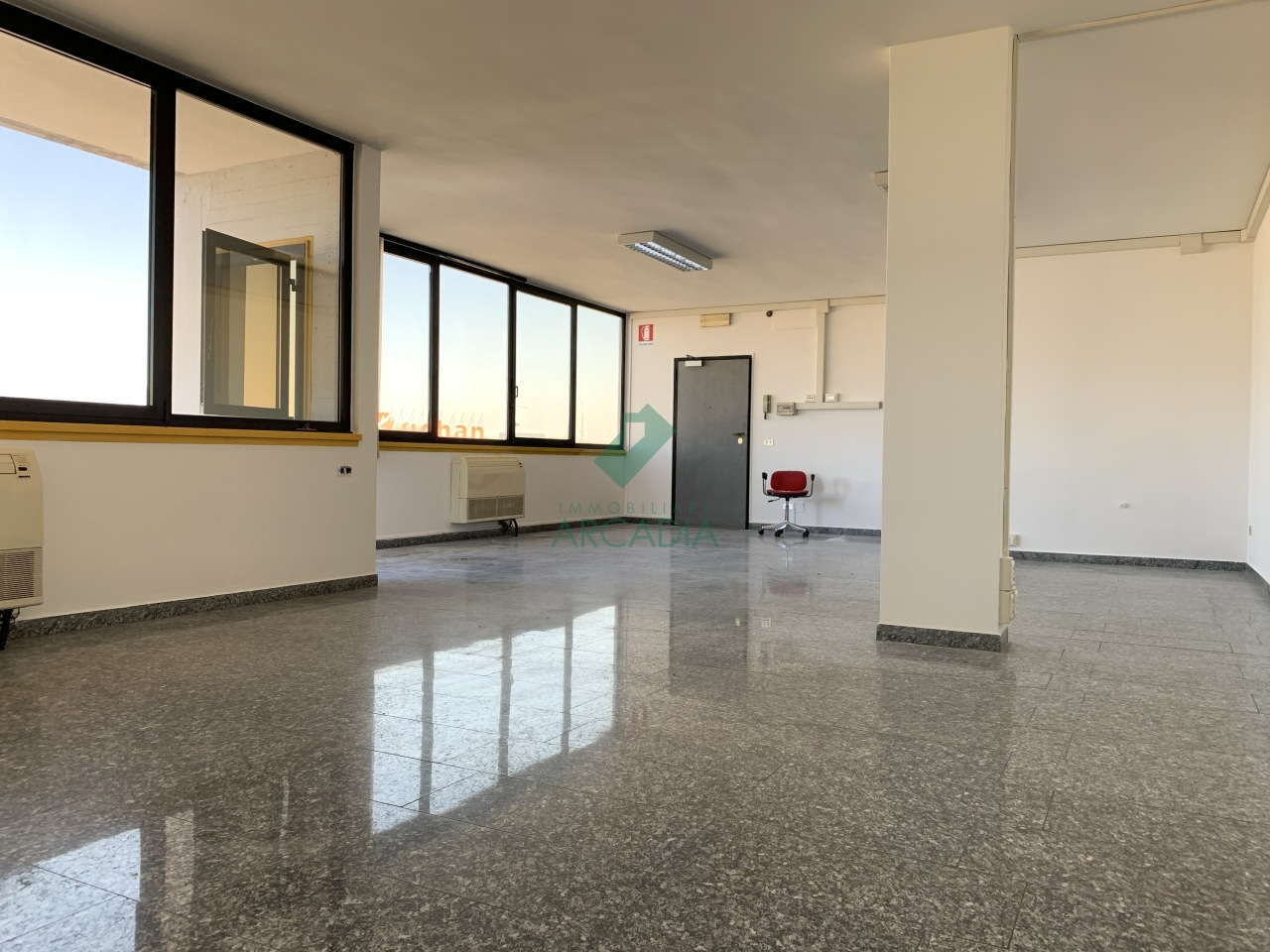 Ufficio / Studio in affitto a Modugno, 1 locali, prezzo € 400   CambioCasa.it