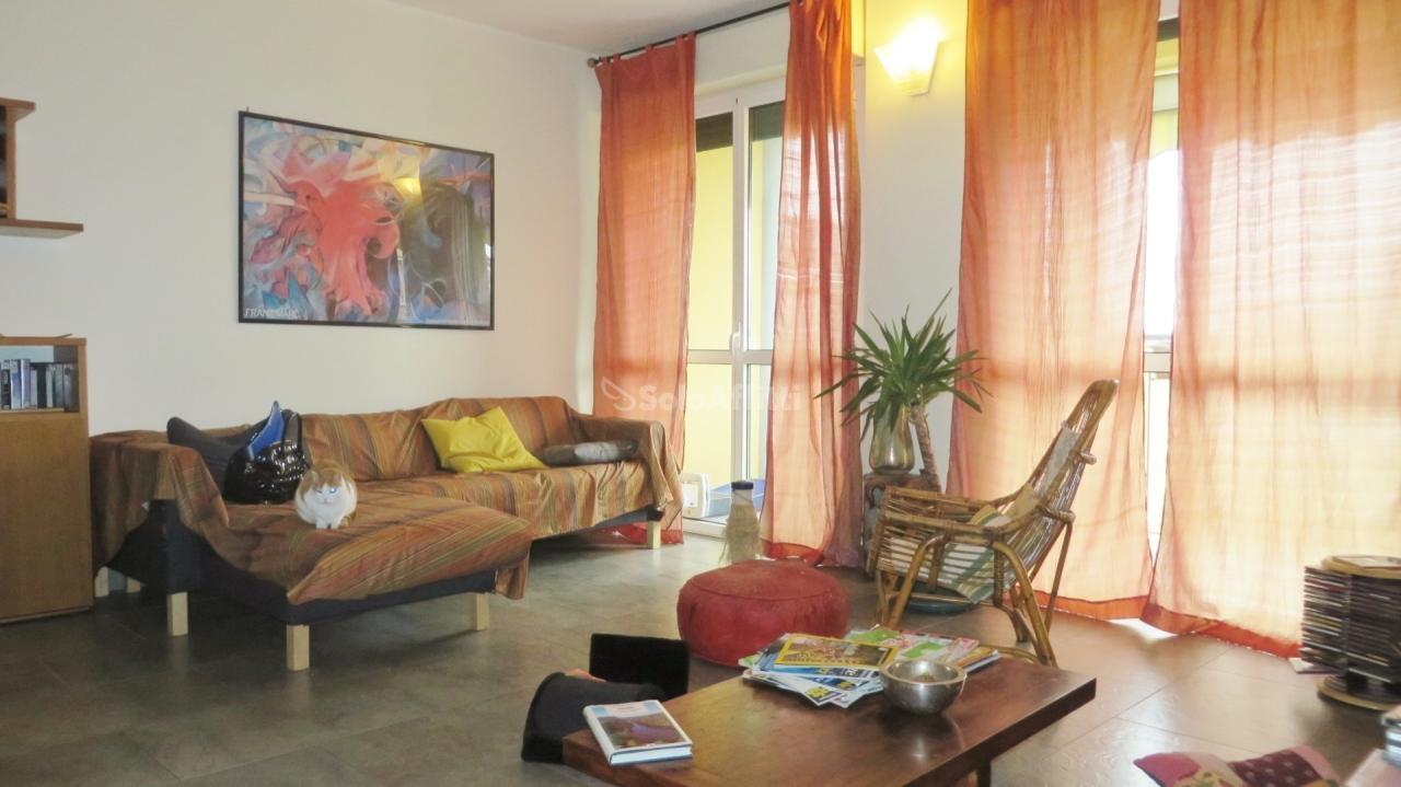 Trilocale in ottime condizioni arredato in affitto Rif. 10694942