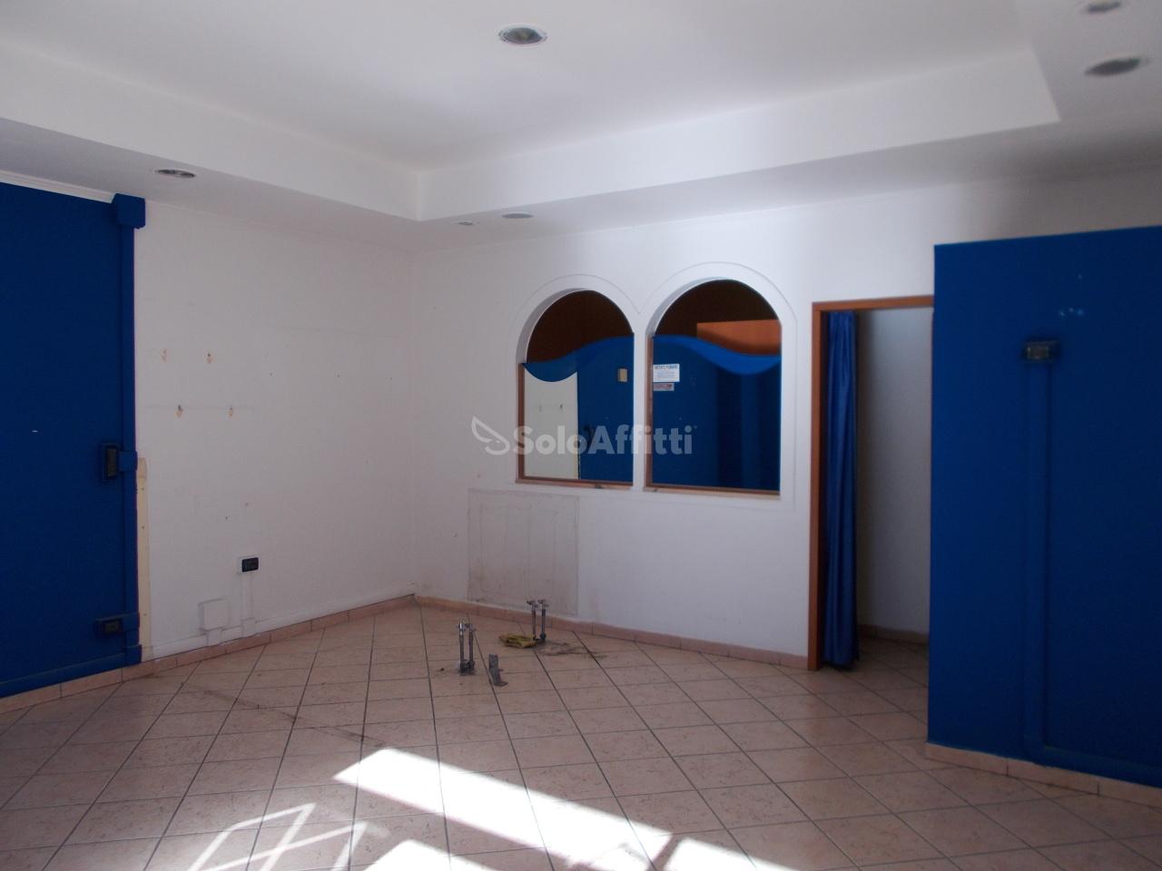 Fondo/negozio - 1 vetrina/luce a Centocelle-Alessandrino , Roma Rif. 11983355