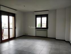 Appartamento in Affitto a Arezzo, zona Pescaiola, 700€, 164 m², con Box