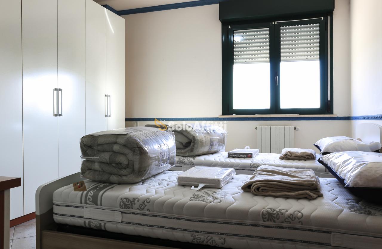 Stanza / posto letto in buone condizioni arredato in affitto Rif. 12323451
