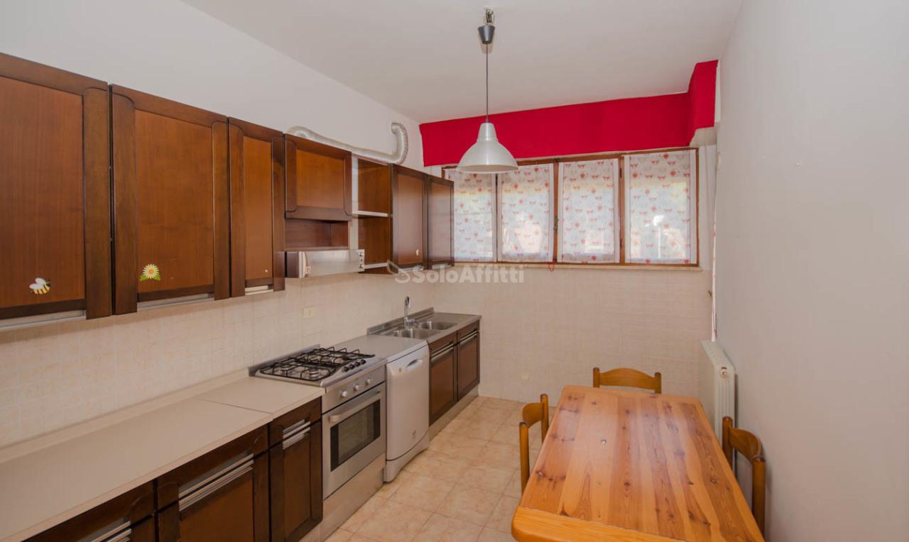Pentalocale in buone condizioni in affitto Rif. 9268042